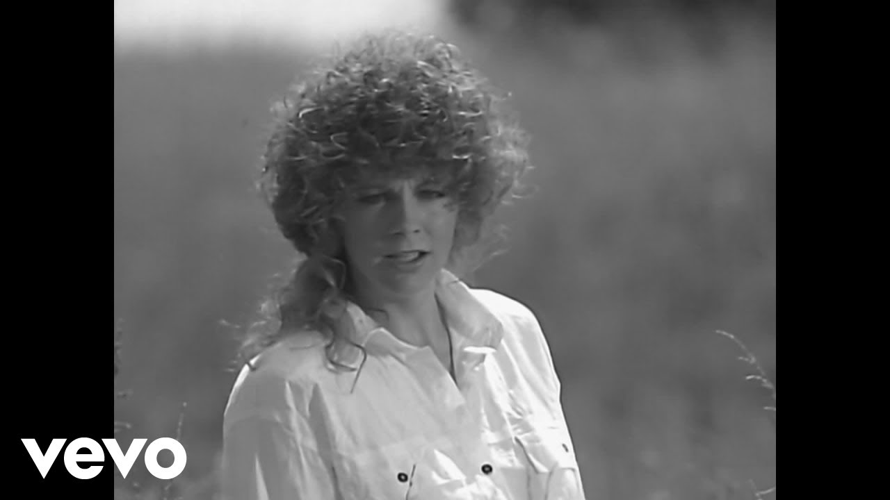 Reba McEntire - You Lie (Official Music Video)