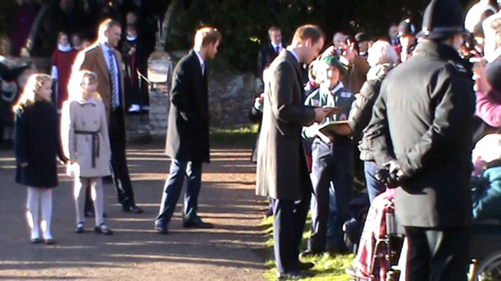 The Royal Family at Sandringham - Christmas Day 2013 - YouTube