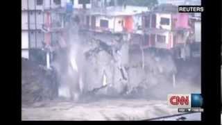 Inundaciones repentinas en India arrastran autos y derrumban casas (19/6/2013) CNN thumbnail