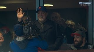 Billy Joel sings 39 Piano Man 39 from stands
