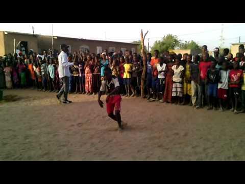 Lutte Sénégalaise  Il imite bien le