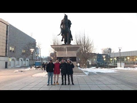 4 BÄRNER IN PRISTINA (KOSOVO)