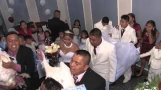 el tradicional baile de la flor o el guajolote en bodas