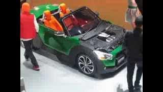 東京モーターショーで行われた、ダイハツ KOPEN のボディ着せ替えデモン...