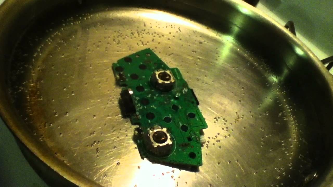 Boiling Xbox 360 controller circuit board on