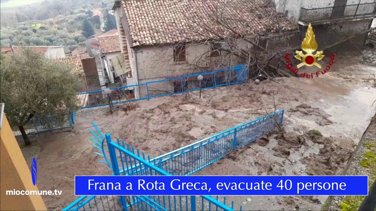 Rota Greca, per la frana evacuate 40 famiglie - Video