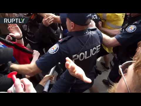 Violence in Toronto as anti-Trudeau demonstrators clash with police & anti-racism protesters