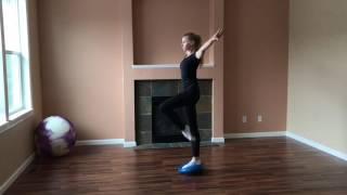 """Тренировка равновесий, на """"подушке баланс""""."""