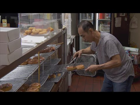 Customers Buy Out Store's Doughnuts So Owner Can Care for His Sick Wife