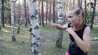 [너무 강해] 천재 권투 소녀 주먹 만에 수목을 봇코보코하는 ww