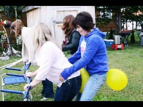 মেয়েদের বেলুন দৌড় প্রতিযোগিতা চরম মজার খেলা Girls balloons run || Mojer Fun