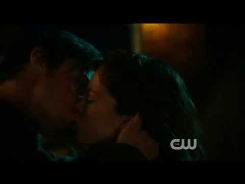 Beauty And The Beast 1X14 Kissing Scene Vincint Catherine