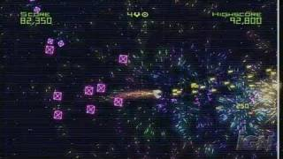 Geometry Wars: Retro Evolved Xbox 360 Gameplay - Playing