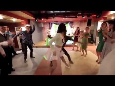 Танцевальный батл на свадьбе  девушки против парней