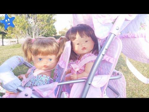 Ani y Ona NENUCO van a los columpios en su carrito nuevo Ksi Bebés