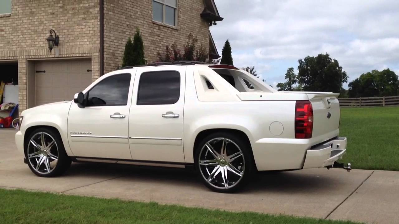 2011 Avalanche Lowered White 26 Inch Wheels Ext Escalade