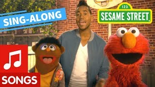Sesame Street: Quiero Ser Tu Amigo with Lyrics feat. Romeo Santos | Elmo's Sing Along
