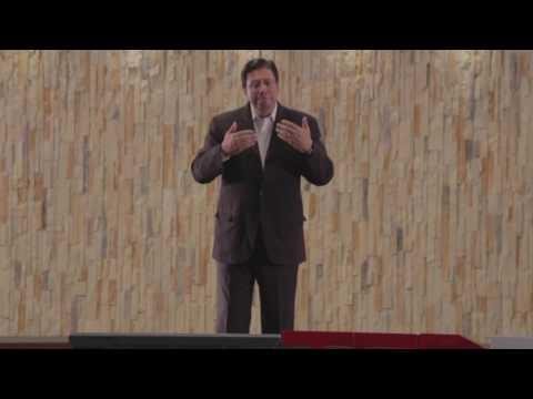 La reinvención constante de uno mismo en tiempos de cambio | Victor Herrera | TEDxTecdeMtySantaFe