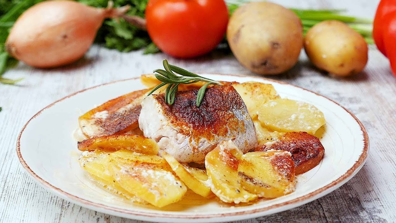 Филе белой рыбы с картошкой в духовке