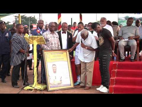 Black Stars Captain Asamoah Gyan honoured by former school