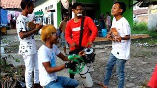 Pengamen Alay di Tanggap Warga, Tingkahnya Auto Bikin Ngakak MP3