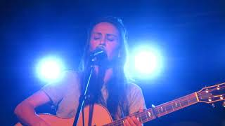 "Amy Shark - ""Leave Us Alone"" (Live in Boston) Video"