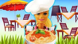 Barbie a ouvert le café. Spaghetti délicieux. Vidéo avec les poupées pour les filles.