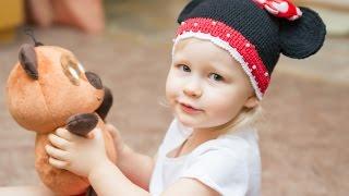 Наша Тая. Микки маус заболел играем лечим Микки мауса читаем сказку. Видео для детей.(Наша Тая очень любит игрушку Микки маус. Сегодня он немного заболел. Тая измеряет температуру, слушает дыха..., 2016-04-13T07:34:45.000Z)