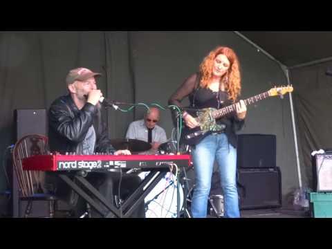 "Debbie Bond ""Help Me"" live @ Gloucester Blues Festival 2017"