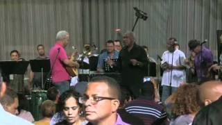CHEO FELICIANO EN SALINAS  PUERTO RICO OCT. 2011,  CON TREMENDO BANDON
