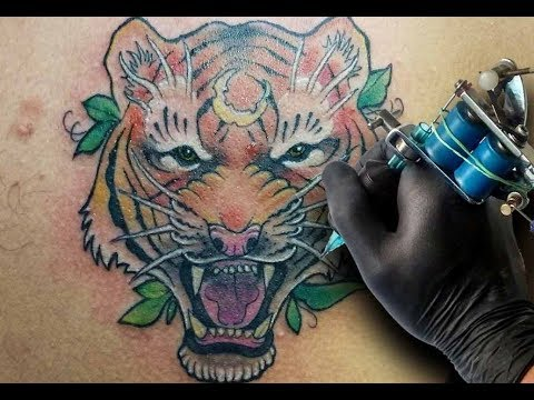 Tatuando Un Tigre Neotradicional Tattooing Neo Traditional Tiger