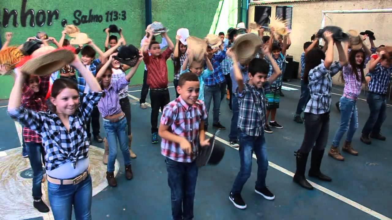 apresentação de dança 4º ano b festa junina escola conceição