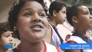 Baixar Crianças recebem atletas da Unilever no Maracanãzinho
