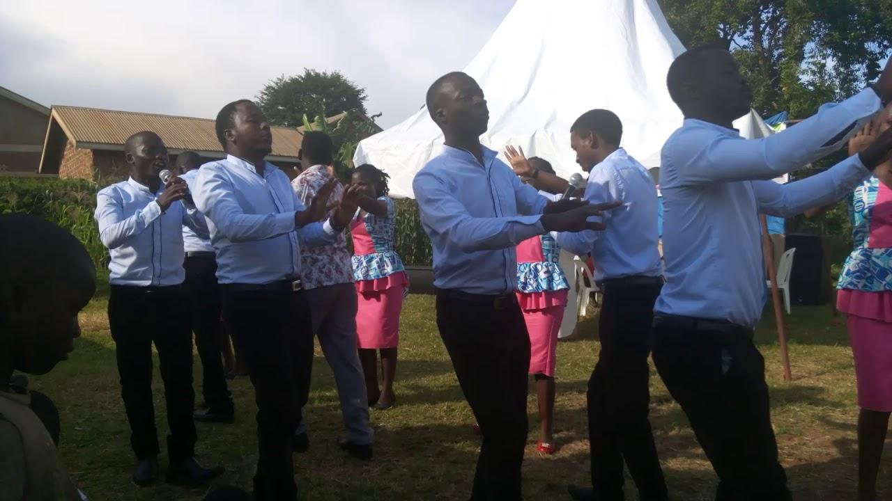 Download Oli Musumba by Golden Seal Choir
