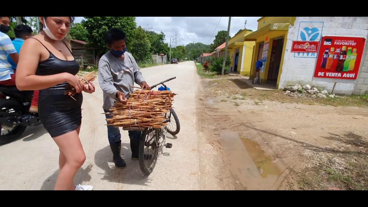 Comprando Ocote En Machaquila Peten