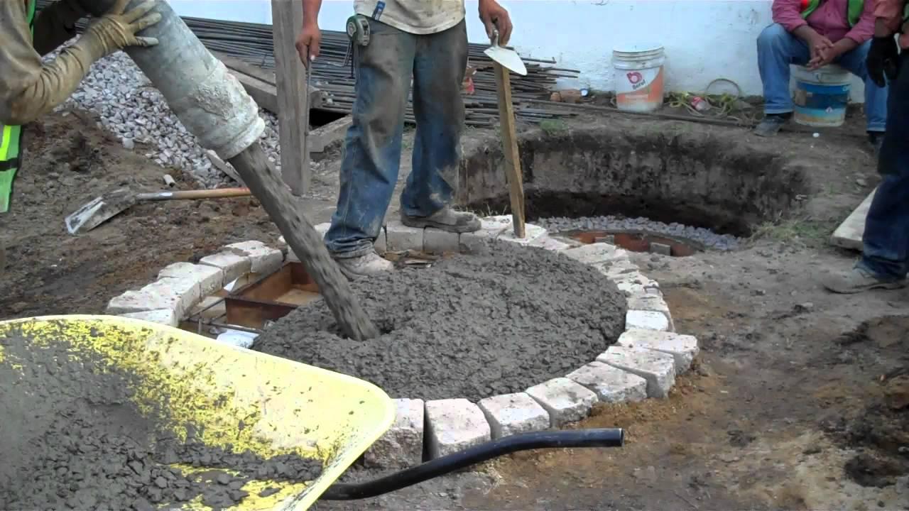 Concreto bombeado colando tapa de pozo de absorcion for Como hacer una pileta de ladrillos