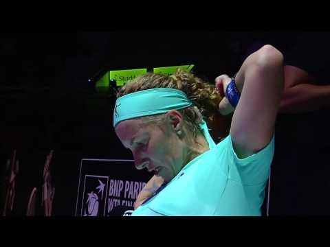 Svetlana Kuznetsova Cuts Hair Mid-Match   2016 WTA Finals Singapore