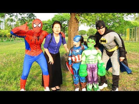 보람이의 슈퍼히어로 변신해서 할머니 도와주기 Boram became a superheroes and helps her friends