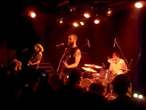 """baroness---""""bullheads-psalm""""-and-""""the-sweetest-curse""""-(la-maroquinerie---paris-2010)"""