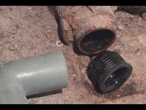 Как вставить манжету в чугунную трубу канализации