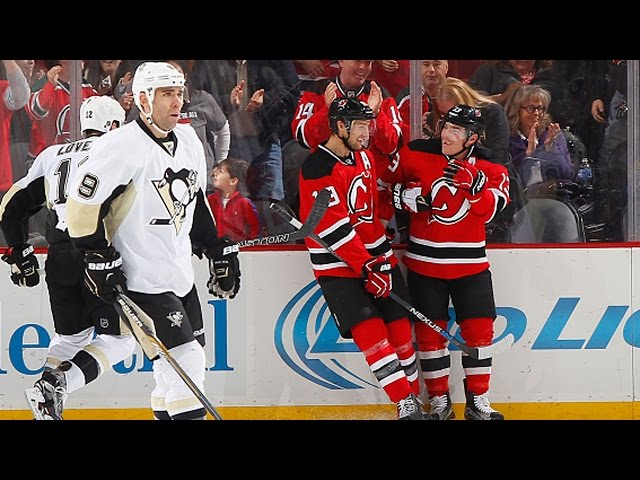 Cammalleri settles puck and scores with great move