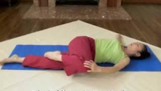 仰向けで行う腰痛改善ストレッチ Low Back Pain Treatment Stretch thumbnail