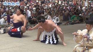 大相撲の横綱白鵬関が6日、鹿嶋市宮中の鹿島神宮で奉納土俵入りを行っ...