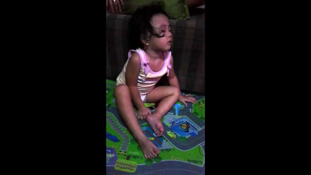 icdn.ru cute girl How to sleep while sitting (funny and scary! :D)