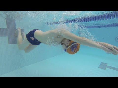học bơi - cách đạp tường và xoay người
