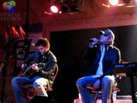 Cole Swindell singing