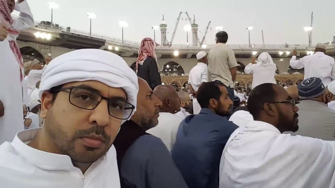 أحمد بوخاطر في مكة لأداء مناسك العمرة