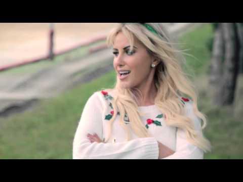 Cliona Hagan - Irish Eyes Smiling at Christmas (Official Music Video)