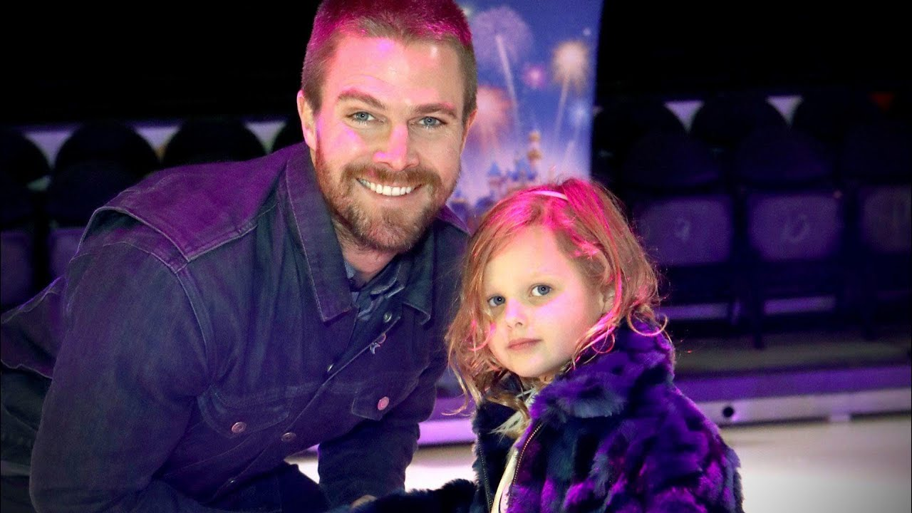Stephen Amell Says His Daughter Has The Acting Bug Exclusive Youtube