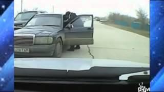 Жестокие драки на дороге Приколы на дороге  Violent fights on the road Comedy on the road